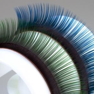 Ciglia bicolore, base nera intensa con punte blu o verdi